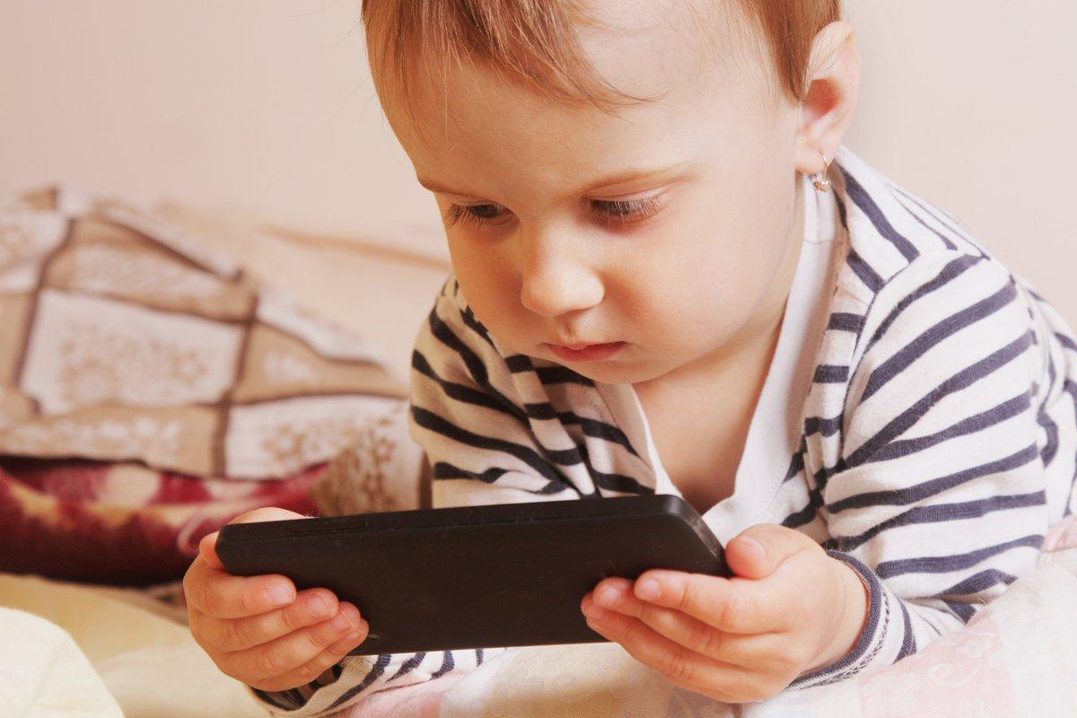 ضررهای استفاده از موبایل برای کودکان