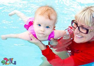 فواید شنا  در رشد کودکان
