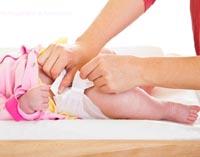 نحوه ی عوض کردن پوشک نوزاد